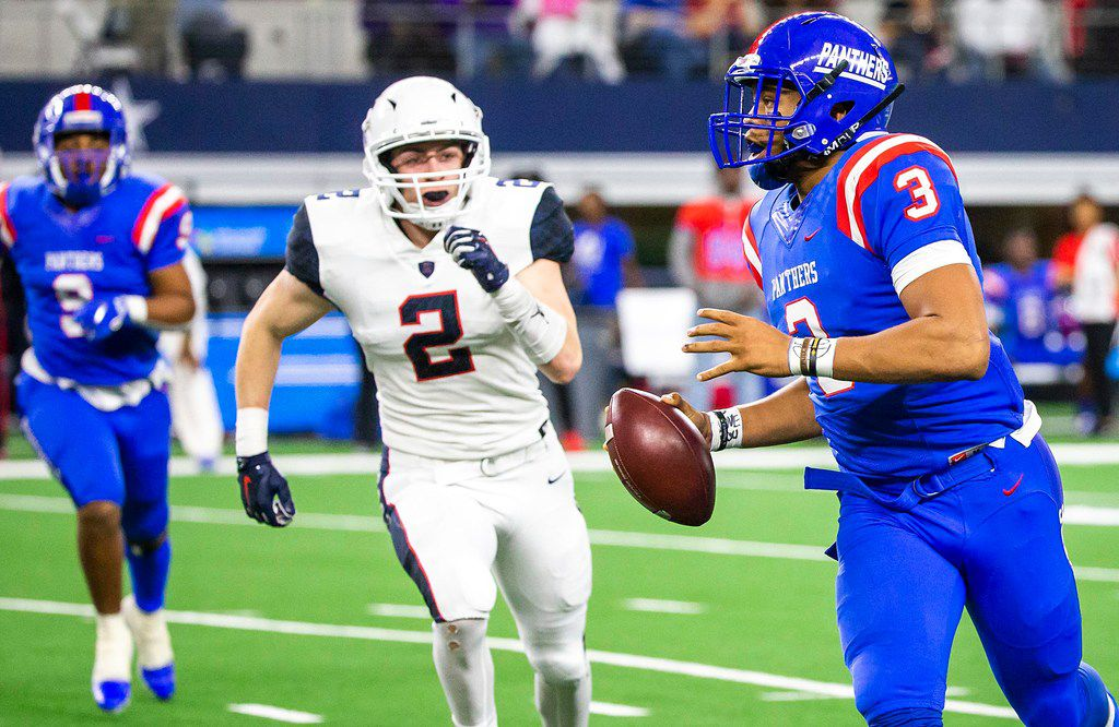 Duncanville quarterback Ja'quinden Jackson (3) scrambles away from Allen linebacker Jaden Healy (2) before throwing a touchdown pass during the first half of a Class 6A Division I state semifinal at AT&T Stadium on Saturday, Dec. 15, 2018, in Arlington. (Smiley N. Pool/The Dallas Morning News)