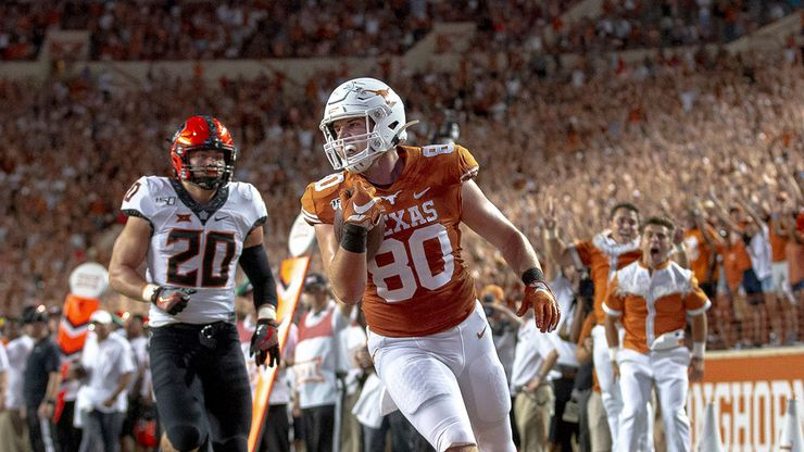 Texas tight end Cade Brewer (80) scores a touchdown on a 25-yard pass reception against Oklahoma State during the third quarter on Saturday, Sept. 21, 2019, at Royal Texas Memorial Stadium in Austin, Texas. The host Longhorns won, 36-30.
