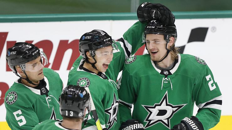 Dallas Stars left wing Jason Robertson (21) congratulates left wing Roope Hintz (right) on his third period goal against the Chicago Blackhawks at the American Airlines Center in Dallas, Tuesday, March 9, 2021.