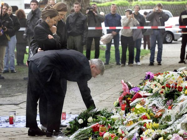German Foreign Minister Joschka Fischer places flowers in front of the Gutenberg school in the eastern German city of Erfurt on April 28, 2002. A 19-year-old expelled student opened fire and killed 16 people and himself at the school on April 26, 2002.