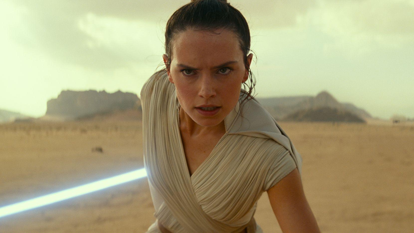 """En esta imagen proporcionada por Disney/Lucasfilm Daisy Ridley en el papel de Rey en una escena de """"Star Wars: The Rise of Skywalker"""". La película se podrá ver por streaming en Disney Plus el 4 de mayo."""