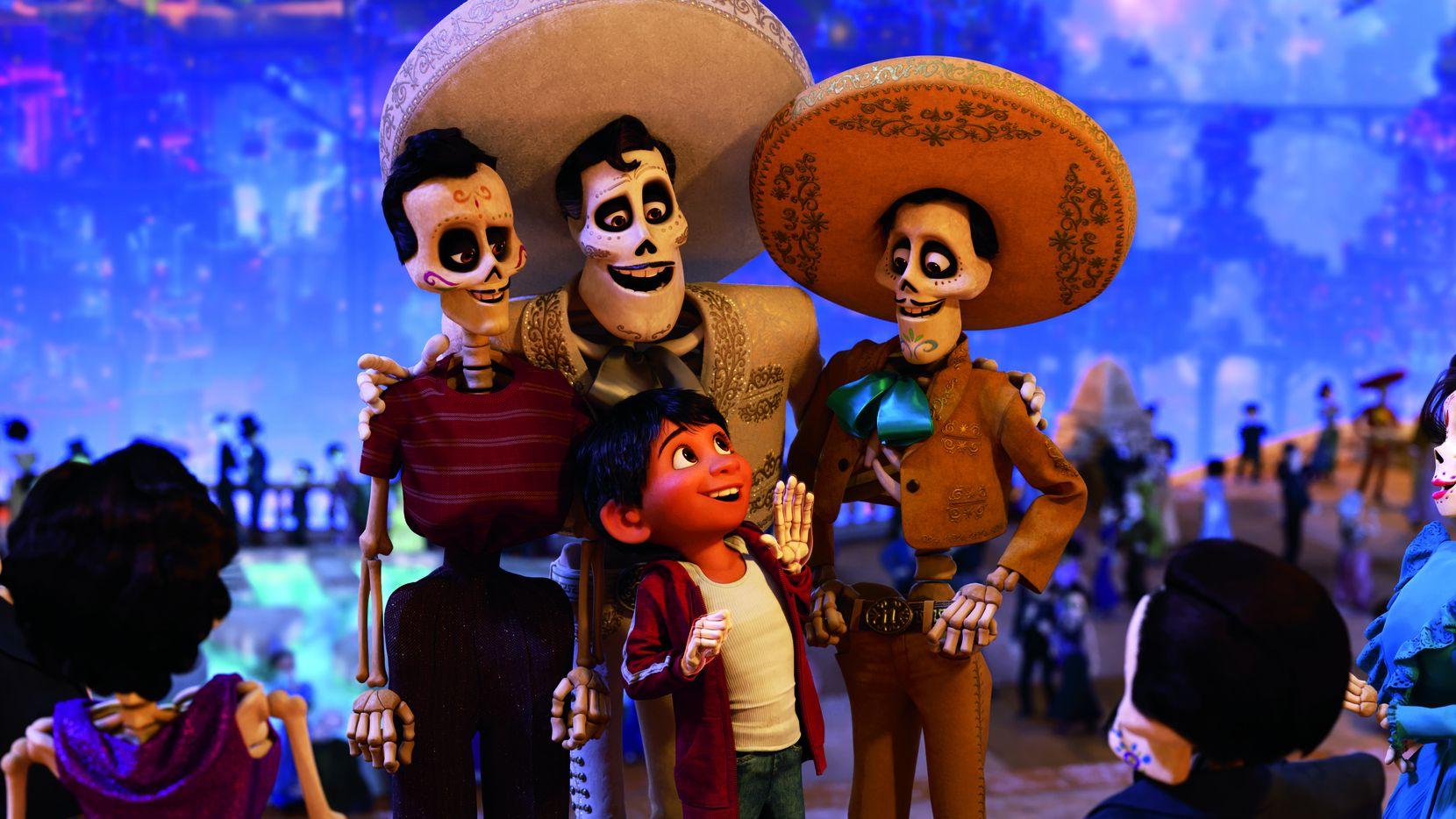 La historia de Coco se basa en la tradición del Día de Muertos en México.(DISNEY PIXAR)