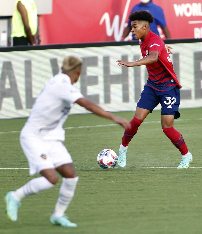 FC Dallas defenseman Justin Che (32) controls the ball during first half action against LA Galaxy. Dallas prevailed for a 4-0 victory. The two teams played their MLS match at Toyota Stadium in Frisco on July 24, 2021. (Steve Hamm/ Special Contributor)