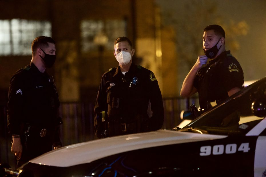Police secure the area near Dallas' West End District where a suspect engaged gunfire with El Centro officers Thursday night, Nov. 5, 2020. The suspect was critically wounded and an officer reportedly suffered non-life-threatening injuries.  (Lynda M. González/The Dallas Morning News)