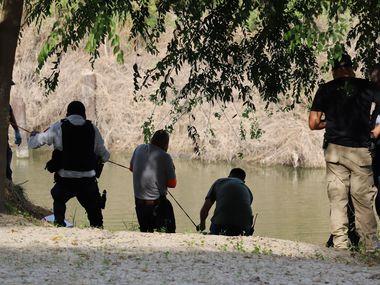 Members of Civil Protection rescue the body of Guatemalan Rodrigo Castro from the Rio Bravo, in Matamoros near the border between Mexico and USA, August 18, 2020. Rodrigo Castro was a leader of Guatemalan migrants in Matamoros.