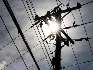 Con temperaturas cercanas a los 100 grados, ERCOT pidió a los texanos conservar energía a principios de junio. Aún resta todo el verano para poner a prueba la frágil red eléctrica de Texas.