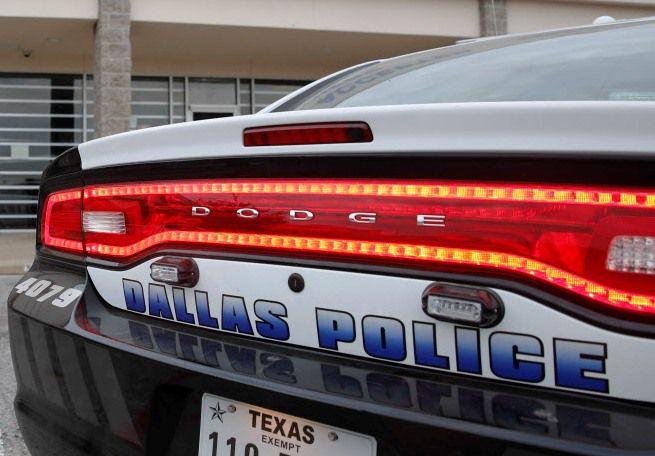 La policía realizó un arresto por la muerte de una persona en las afueras de un 7-Eleven en West Dallas