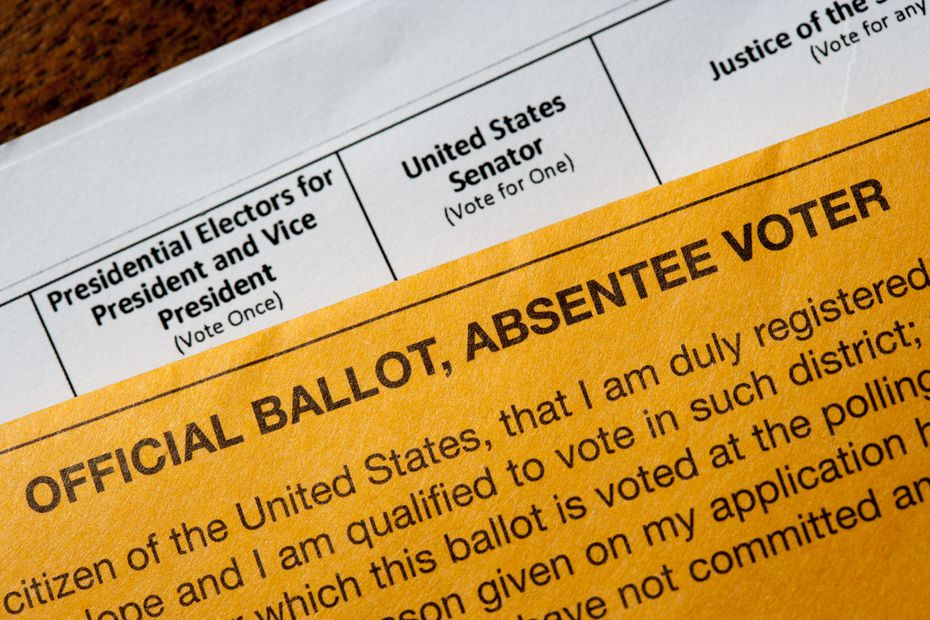 A U.S. presidential absentee ballot is shown with the government-supplied envelope.