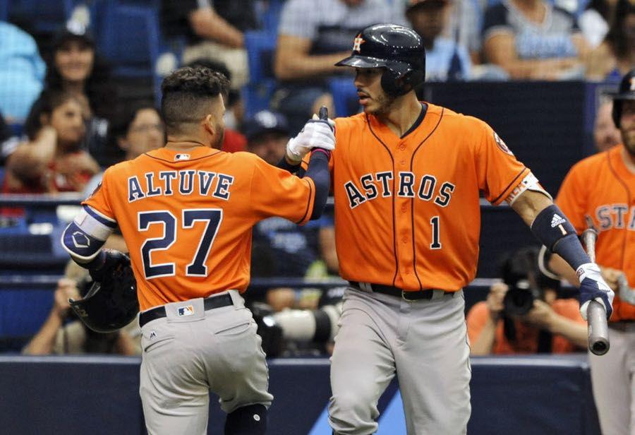 José Altuve (27) y los Astros reciben a los Texas Rangers de lunes a JJueves en Houston. Foto AP