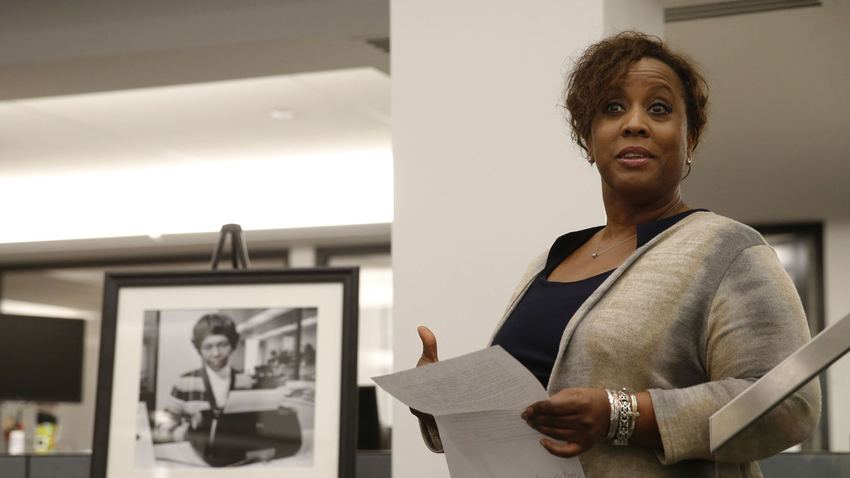Leona Allen speaks during a 2018 dedication of a conference room at The Dallas Morning News in honor of Julia Scott Reed, the first full-time Black journalist hired at the newspaper.