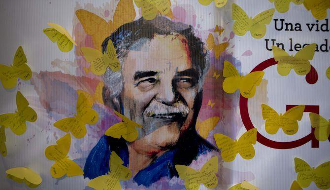 Un cartel en la Ciudad de México con la imagen de Gabriel García Marquez. (AP/Eduardo Verdugo)