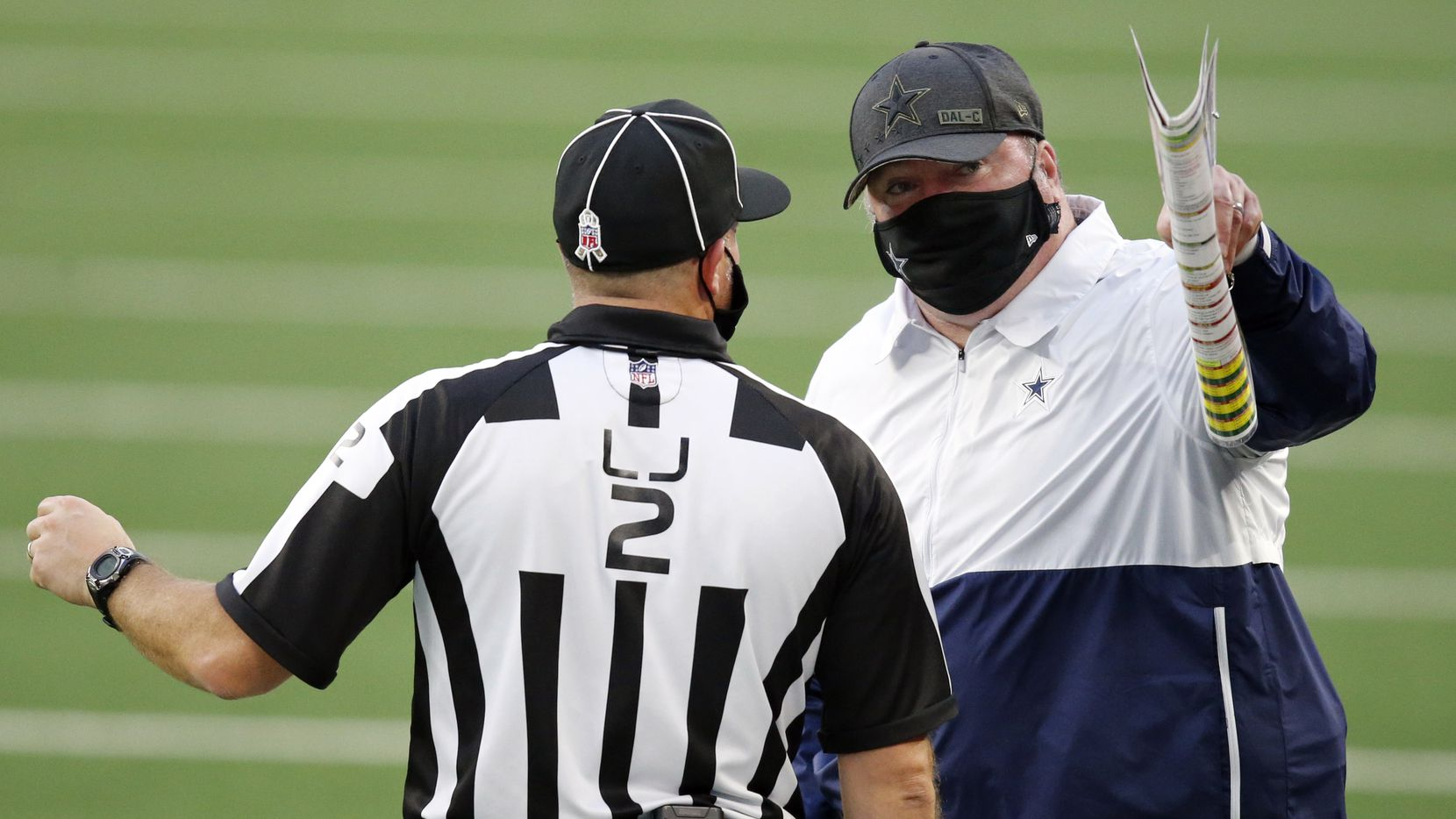 Cowboys head coach Mike McCarthy argues with line judge Bart Longson (2) during the second quarter against the Steelers at AT&T Stadium in Arlington on Sunday, Nov. 8, 2020.