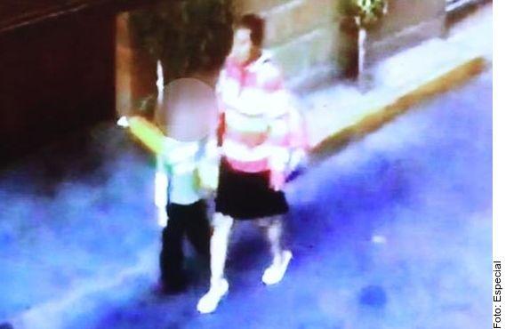 Cámaras de video muestran como una mujer retiró a la pequeña Fátima de su escuela, sin que nadie la detuviera.