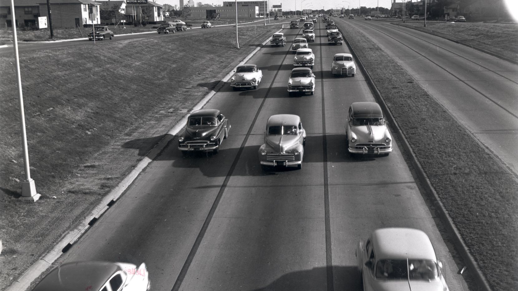 North Central Expressway in the early 1950s. The view is looking south toward downtown from the Fitzhugh overpass. On the left is the Dallasite Motor Hotel at 4126 North Central Expressway.