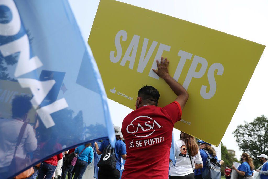 Manifestantes en Washington D.C., peticionan legalización para personas con estatus de protección temporal en Estados Unidos.