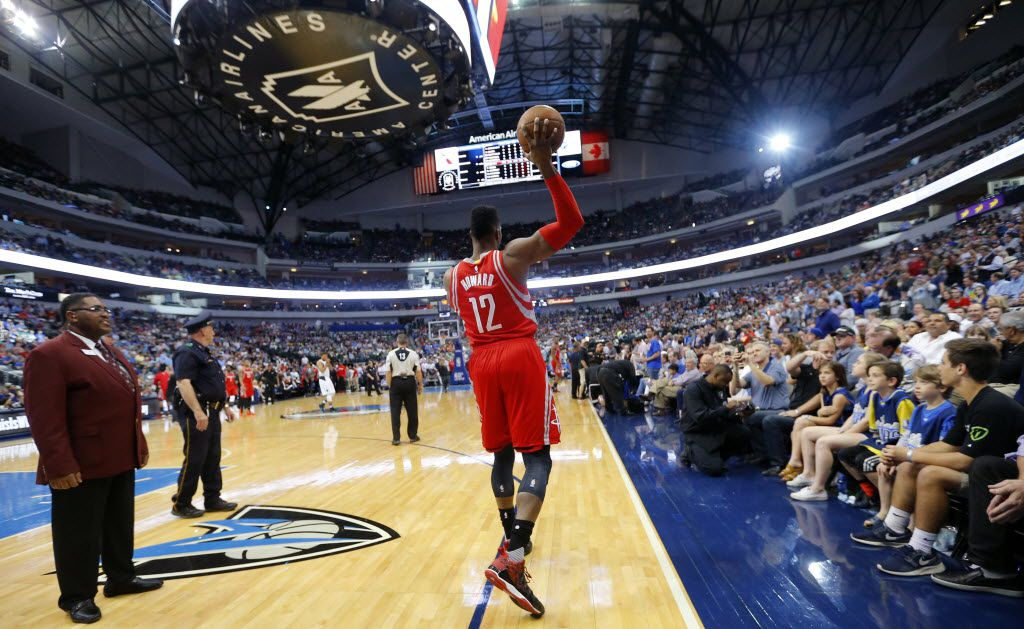 Houston Rockets center Dwight Howard (12) makes a football style pass to a teammate downcourt shortly before tipping off against the Dallas Mavericks at the American Airlines Center in Dallas, Wednesday, April 6, 2016. (Tom Fox/The Dallas Morning News)