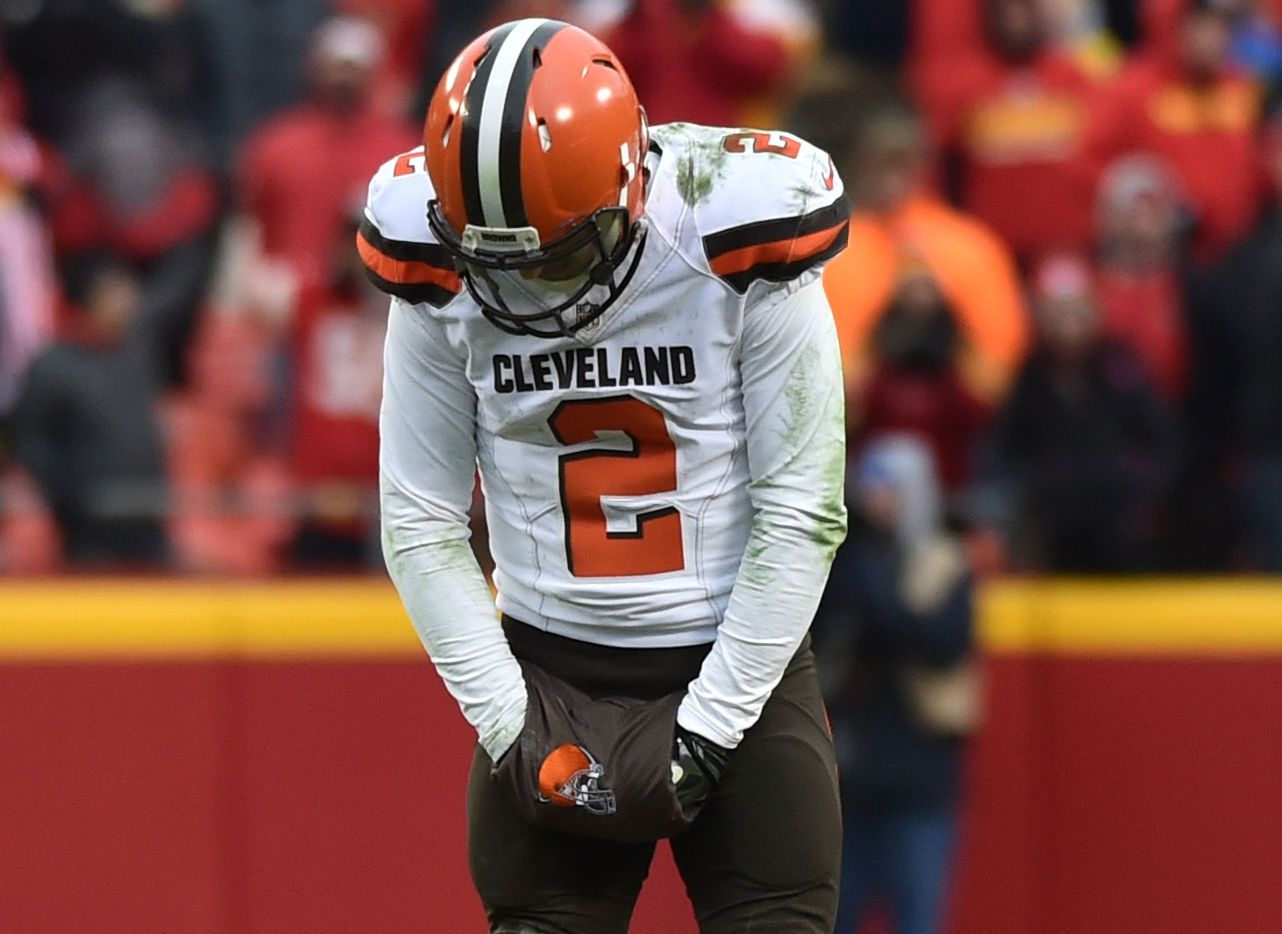 KANSAS CITY, MO - DECEMBER 27: Johnny Manziel #2 of the Cleveland Browns hangs his head after an errant pass at Arrowhead Stadium during the fourth quarter of the game against the Kansas City Chiefson December 27, 2015 in Kansas City, Missouri. (Photo by Peter Aiken/Getty Images)