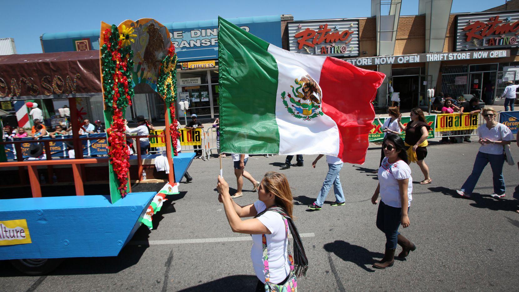 El tradicional desfile del Cinco de Mayo fue pospuesto. Los organizadores esperan poder tener uno en septiembre.