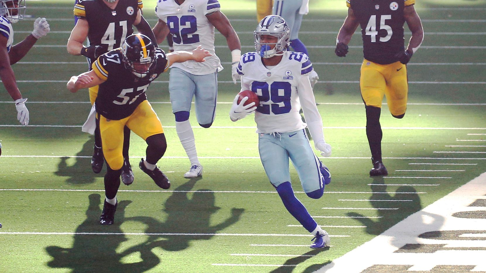 Dallas Cowboys cornerback C.J. Goodwin (29) runs up the field on a kickoff return in a game against the Pittsburgh Steelers during the second quarter of play at AT&T Stadium in Arlington, Texas on Sunday, November 8, 2020.