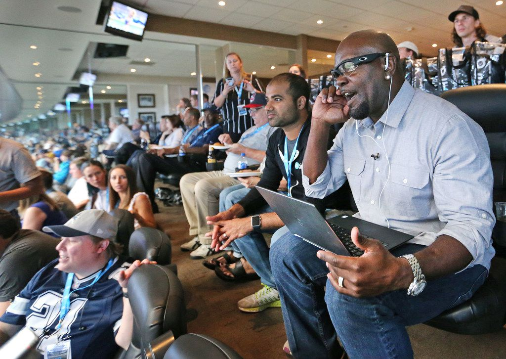 Cowboys Hall of Famer Emmitt Smith used Aira technology on Oct. 1.