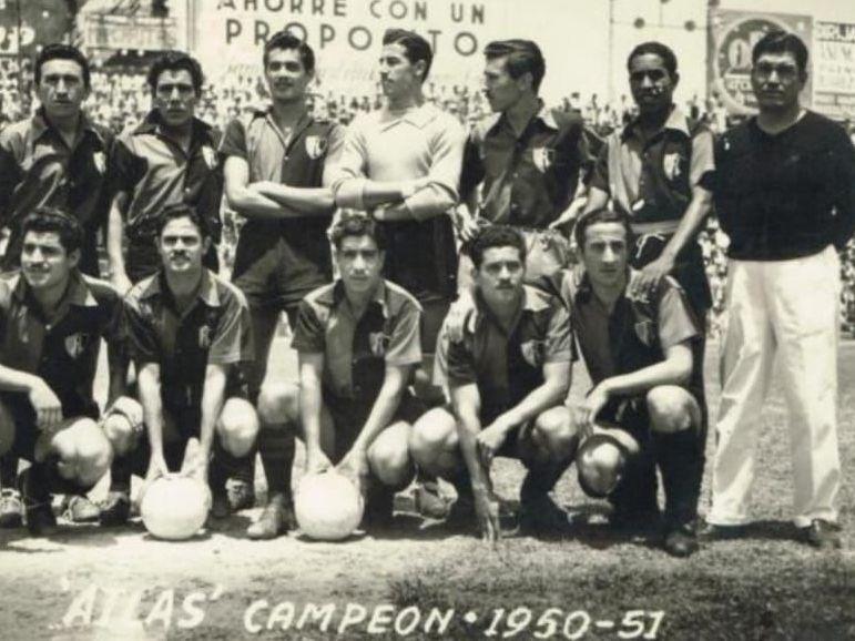 Fotografía del equipo del Atlas que ganó su único título en 1951.
