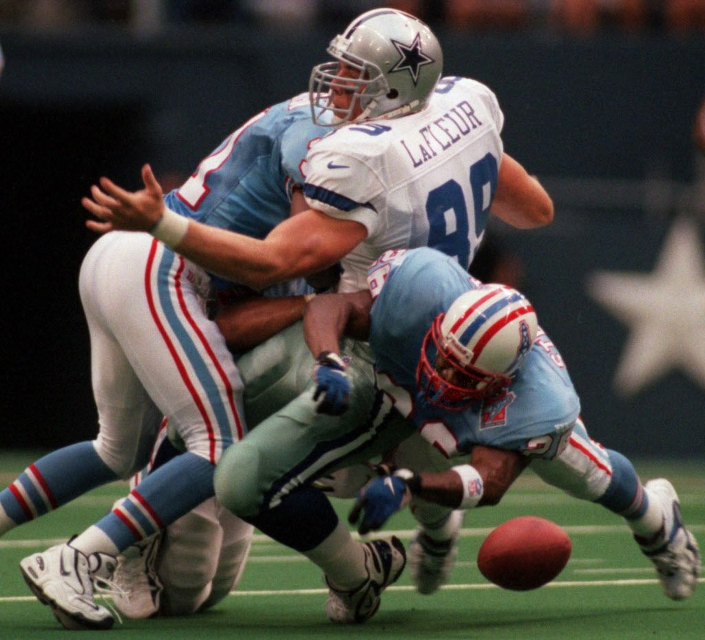 8/22/97--Dallas tight end David LaFleur (89) fumbles  after catching a Troy Aikman pass in the first quarter, as  Tennessee defenders Rayna Stewart (26) and Marcus Robertson apply  the hit. (Taken 8/22/97)