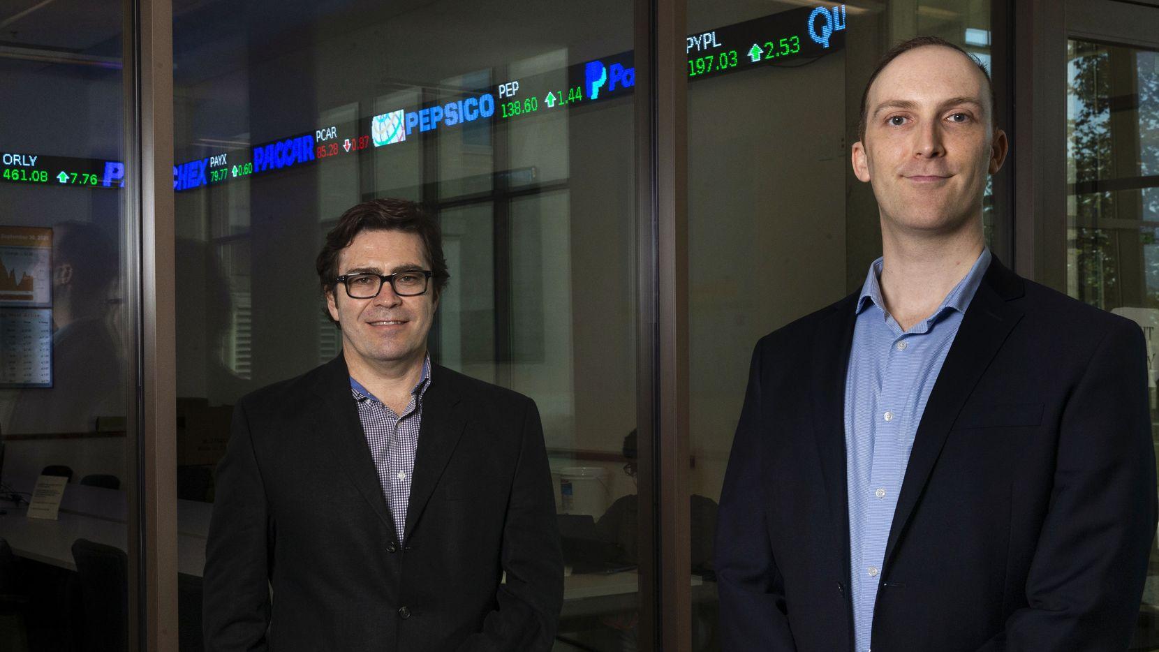 """Alejandro Zentner (izq.) y Brad Nathan son coautores junta o Ricardo Perez-Truglia del estudio """"Mis impuestos son demasiado altos"""". Uno de los propósitos del estudio era ayudar a miles de dueños de casa a saber cómo impugnar el avalúo de impuestos con información sencilla."""