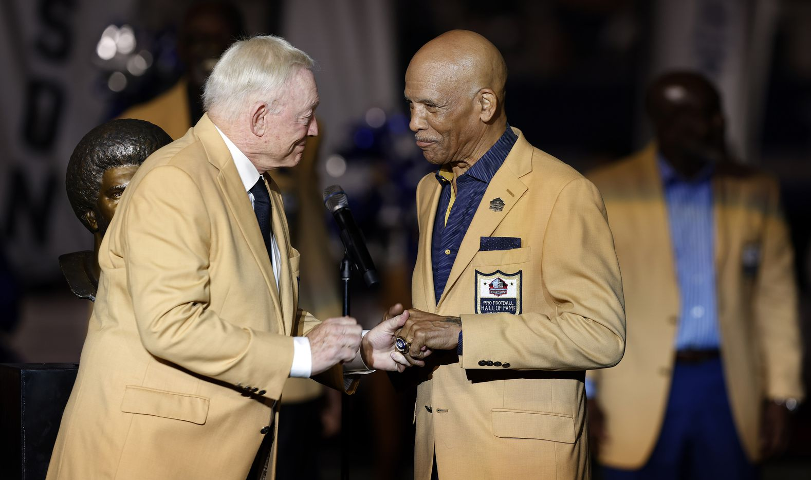 Dallas Cowboys owner Jerry Jones (left) slides the ring onto the finger of Cowboys Pro Football Hall of Famer Drew Pearson during the ring ceremony at AT&T Stadium in Arlington, Monday, September 27, 2021. (Tom Fox/The Dallas Morning News)