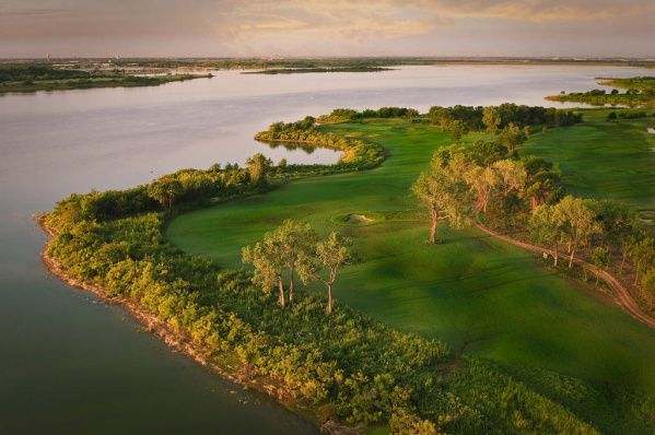 The Old American Golf Club in The Colony, which clings to the shores of Lewisville Lake, has the feel of an old Scottish course.