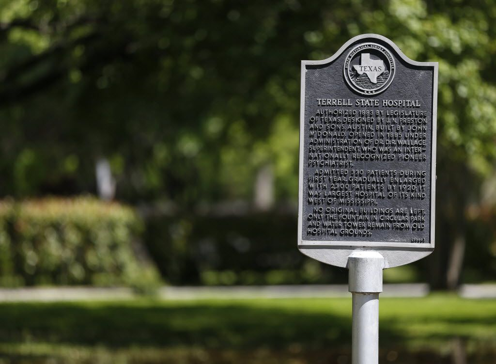 A historical marker at the Terrell State Hospital in Terrell, Texas on April 21, 2016. (Rose Baca/The Dallas Morning News)