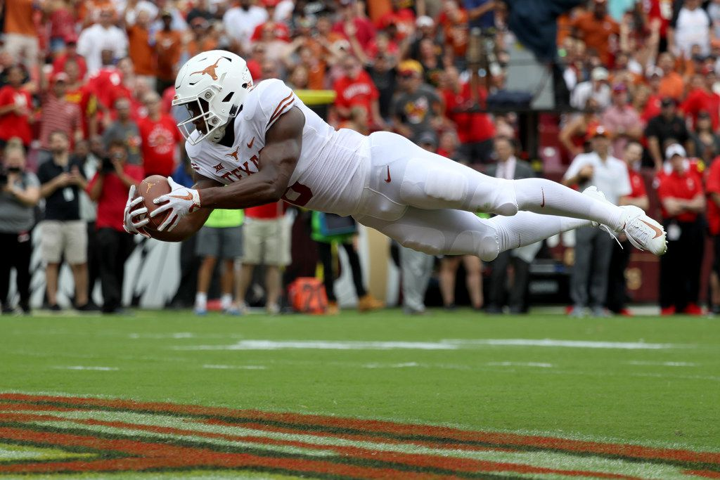 LANDOVER, MD - SEPTEMBER 1: Devin Duvernay #6 of the Texas Longhorns catches a first half touchdown pass in the end zone against the Maryland Terrapins at FedExField on September 1, 2018 in Landover, Maryland. (Photo by Rob Carr/Getty Images)