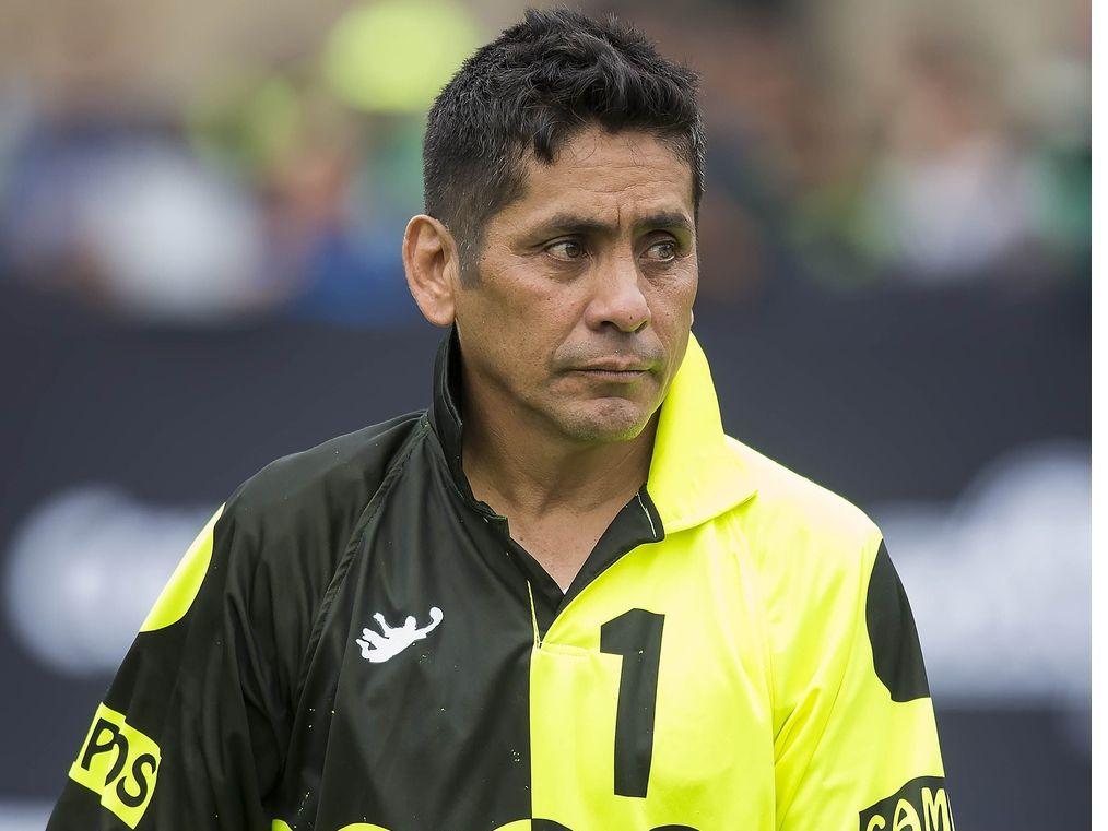 El portero mundialista Jorge Campos afirmó que en el futbol mexicano se piensa primero en el negocio y luego en la parte deportiva.