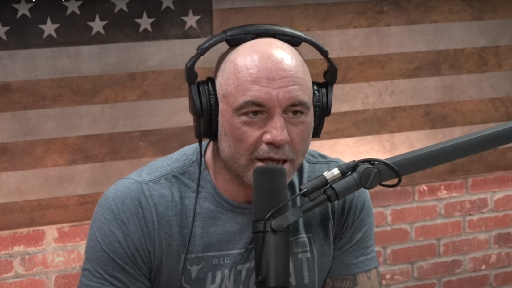 Joe Rogan interviews Joe de Sena on his podcast The Joe Rogan Experience.