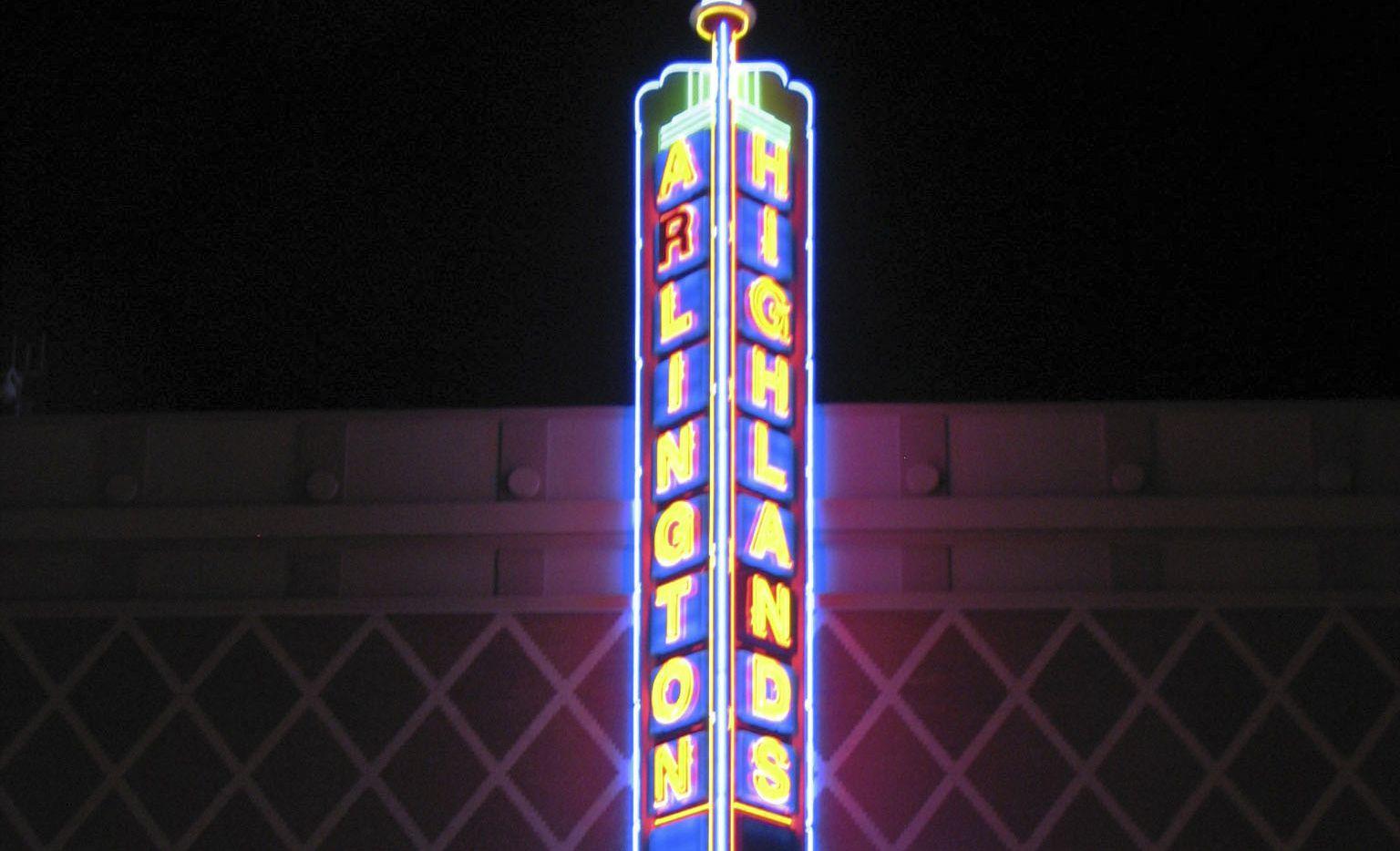 Houlihan's at Arlington Highlands in South Arlington has closed.