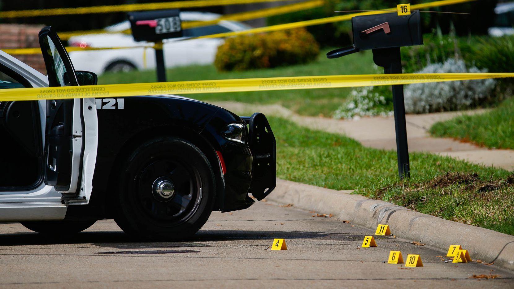 Policía en una investigación reciente de otro homicidio en Mesquite, el 4 de septiembre.