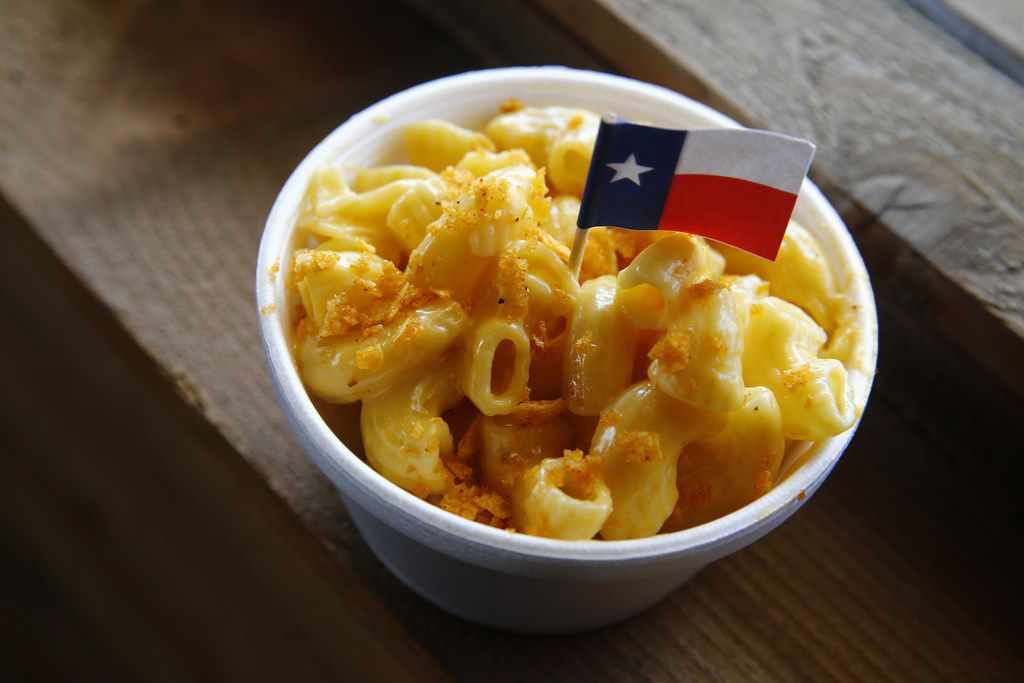 Macaroni and cheese at Ferris Wheelers Backyard & BBQ in Dallas on Sept. 25, 2017.   (Nathan Hunsinger/The Dallas Morning News)