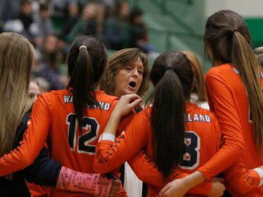 Frisco Wakeland coach Kim Watson speaks with her team during the Class 5A Region II final against Lovejoy in 2018. (Steve Hamm/ Special Contributor)
