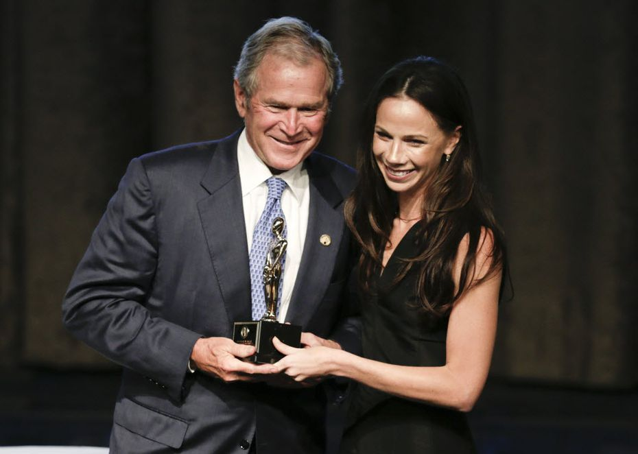 Barbara Bush, daughter of George W. and Laura Bush, was photographed at a Hillary Clinton fundraiser in Paris last week.