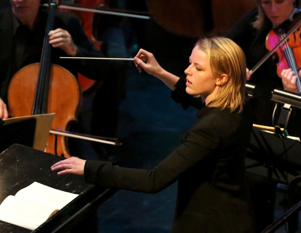 Ruth Reinhardt conducts the Dallas Symphony Orchestra.