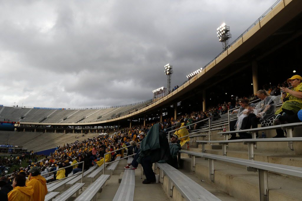 It was a meager crowd that sat it out in cold, damp weather last year at the Cotton Bowl for the Heart of Dallas Bowl match-up between the University of Utah and West Virginia University.