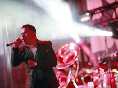 Larry Hernández, durante su presentación en julio en Dallas.  (ESPECIAL PARA AL DÍA/BEN TORRES)