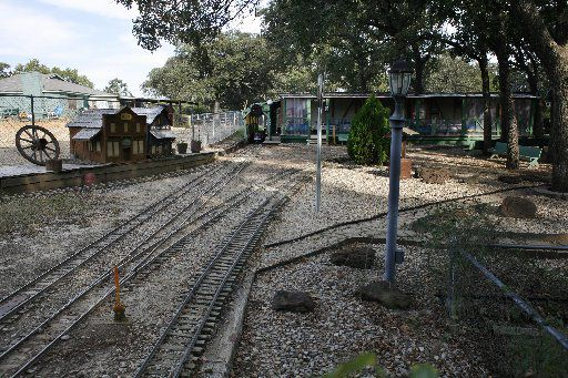 Clinton Don Simpson, a part-time preacher at a Keller church, was the proprietor of Mr. Don's Whistle Stop, a miniature train he operated out of his backyard.