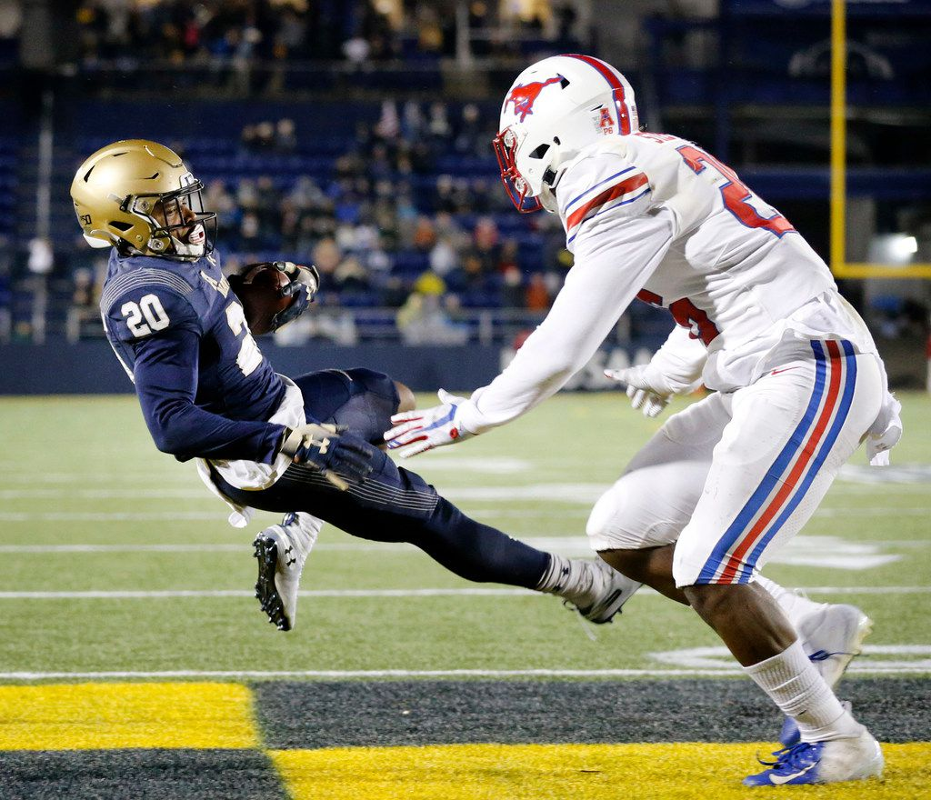Navy Midshipmen wide receiver CJ Williams (20) pulls down a two-point conversion in the fourth quarter to tie the game against Southern Methodist Mustangs defensive back Brandon Stephens (26) at Navy-Marine Corps Memorial Stadium in Annapolis, Maryland, Saturday, November 23, 2019. (Tom Fox/The Dallas Morning News)