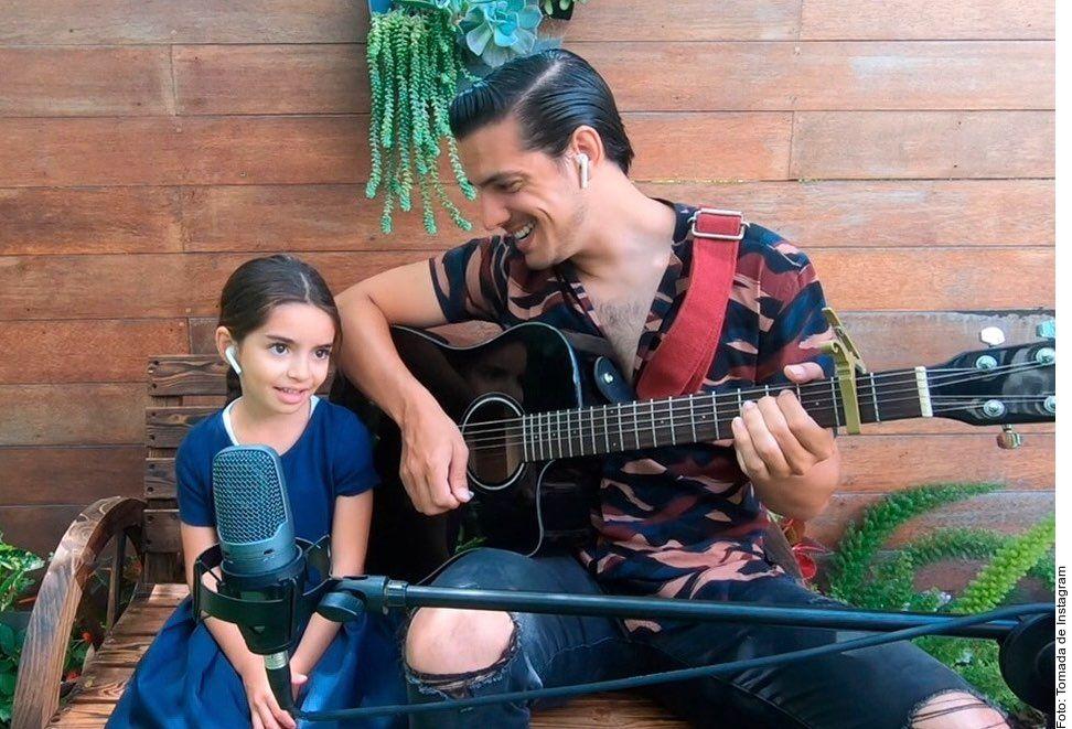 Video: Aitana y Vadhir Derbez cantan juntos 'Dance Monkey'