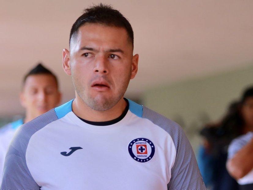 El defensa de Cruz Azul, Pablo Aguilar, se encuentra en un momento complicado de su carrera.