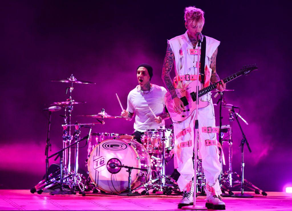 Rook, el baterista del cantante Machine Gun Kelly, fue hospitalizado tras sufrir un robo y ser atropellado.