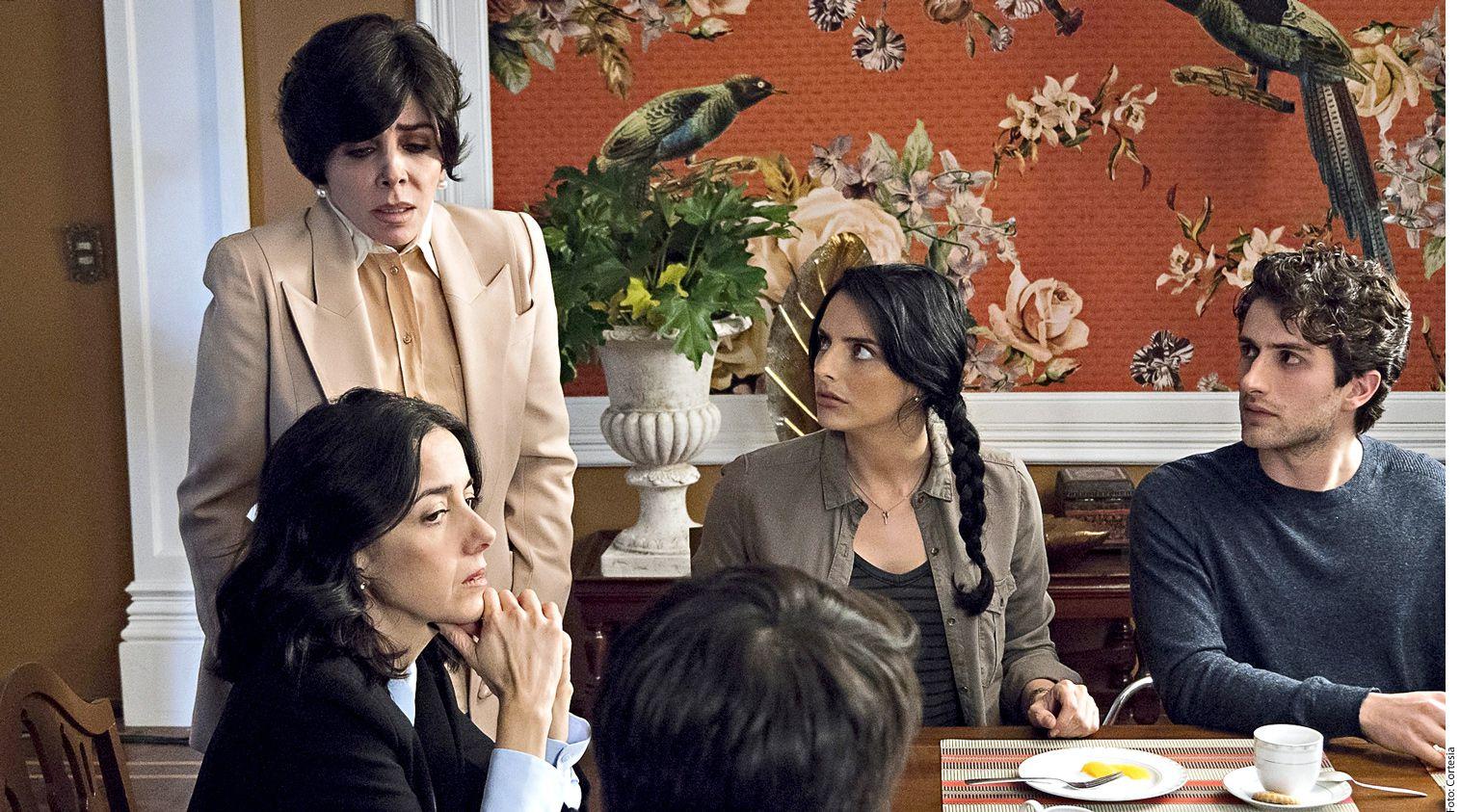 """Creada por Manolo Caro, la historia de """"La Casa de las Flores"""" se desenvuelve en la florería de los De la Mora, que aparentan ser la idílica familia de sociedad./ AGENCIA REFORMA"""