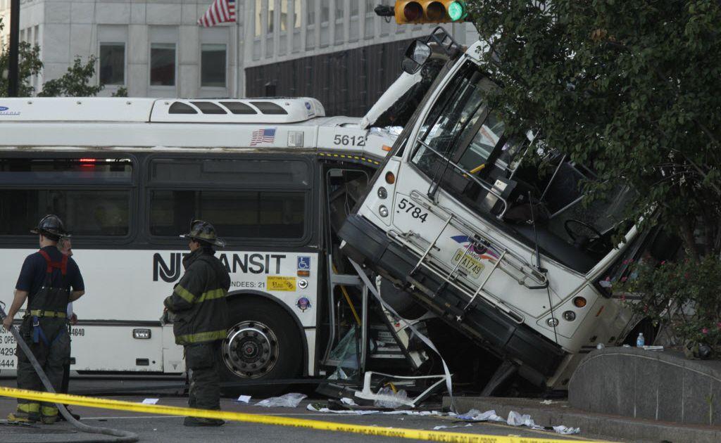 Detalles Del Choque En Newark New Jersey De Dos Autobuses