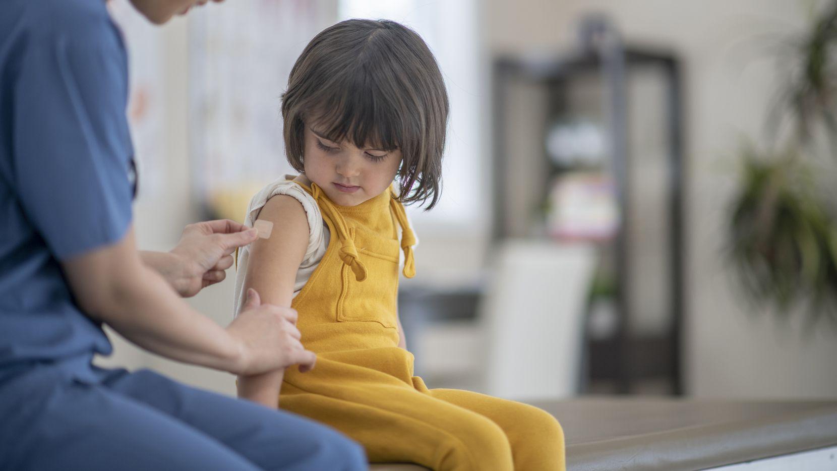 El distrito escolar de Garland ofrece vacunas de todo tipo para sus estudiantes antes del ciclo escolar.