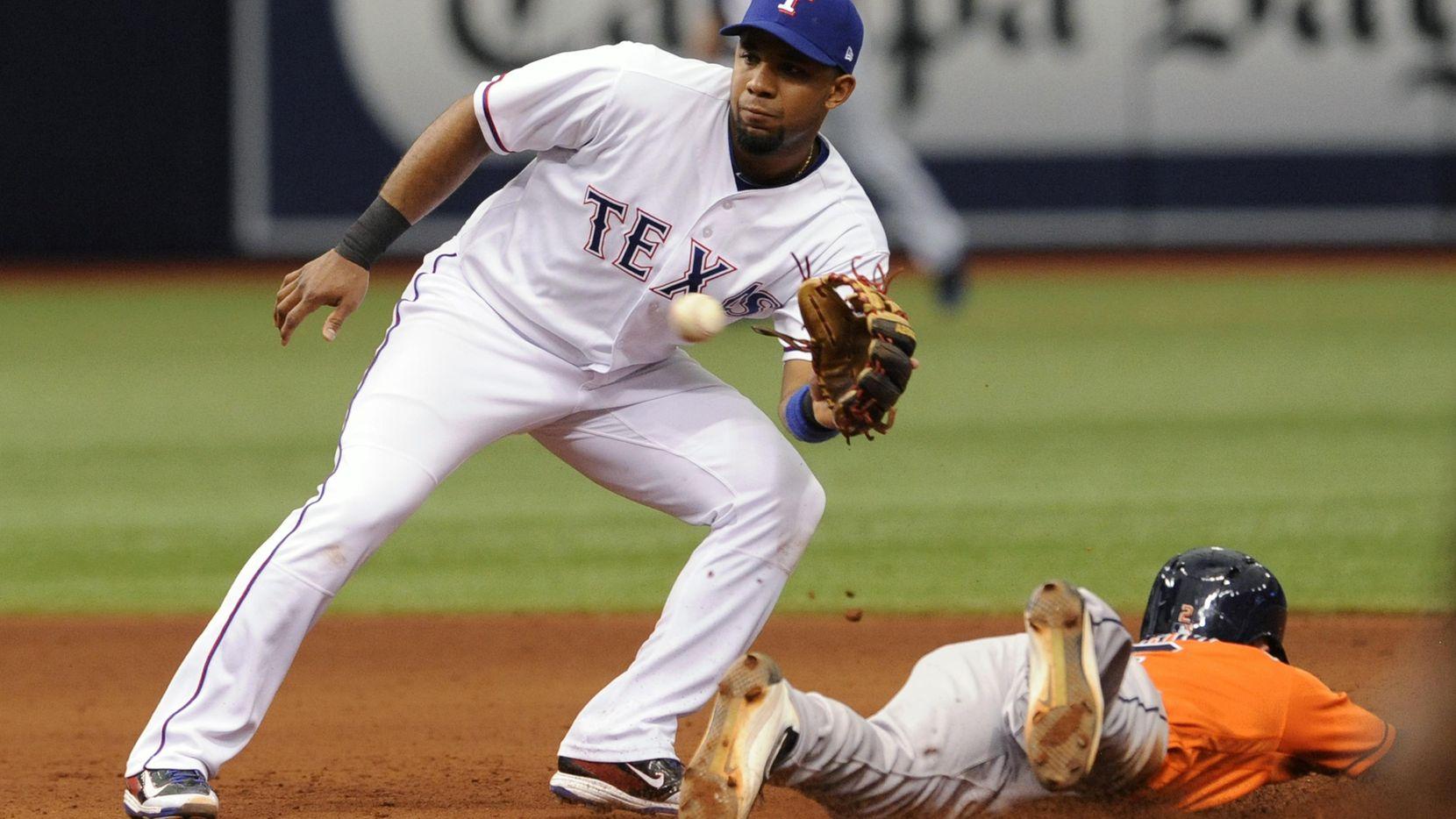 El paracorto Elvis Andrus y los Rangers están terceros en la División Oeste de la Liga Americana. (AP/Steve Nesius)